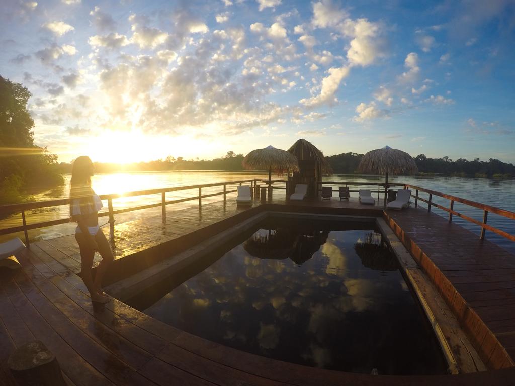 [:pb]Piscina flutuante de águas naturais na Amazônia[:]